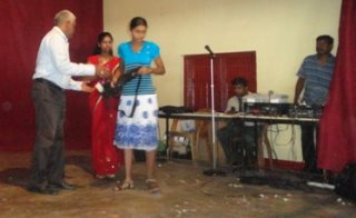 Ocean Stars Trust giving Christmas gifts in Sri Lanka