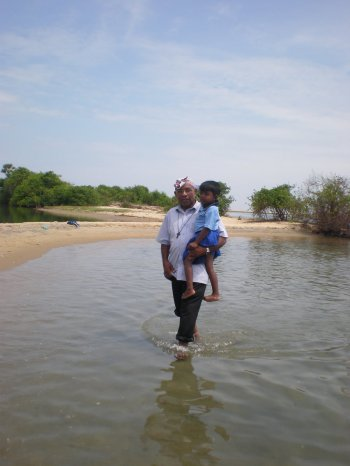sri-lanka-man-with-child.jpg
