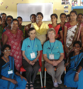 Volunteers and group in Sri Lanka